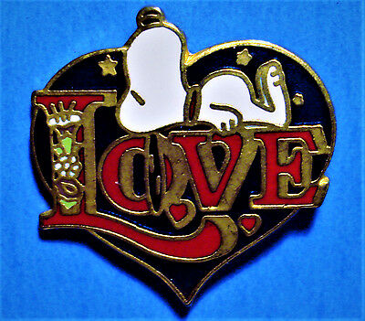 Snoopy - Love - Heart - Peanuts - Vintage 1958 United Feature Synd. Lapel Pin