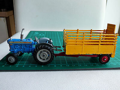 Corgi Toys Gift Set 1 Ford Super Major Tractor Beast Carrier Diecast Trailer Toy