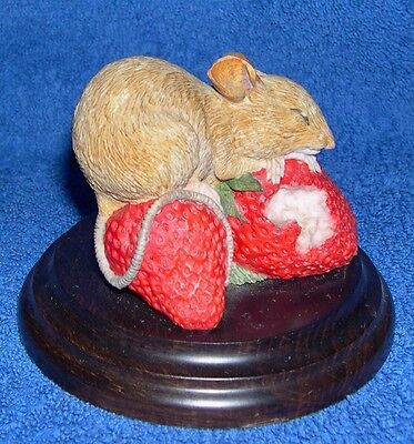 Early Country Artists CA469 Mouse on Strawberry Bed issued 1990