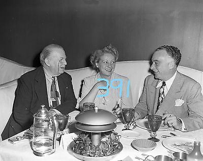 Celebrity Chicago 50's Pump Room Mr Hart and friends 391 4x5 orig negative b/w
