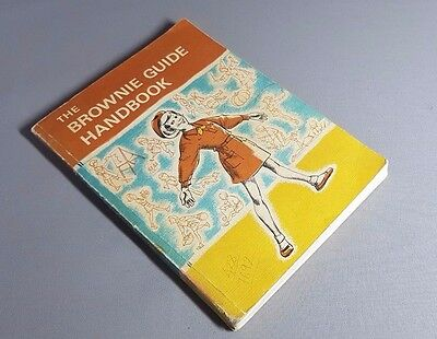 THE BROWNIE GUIDE HANDBOOK ~ VINTAGE 1972 EDITION - Fast postage
