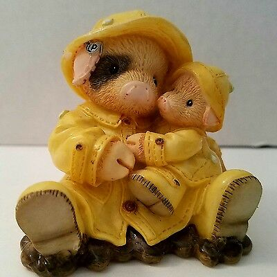 Enesco This Little Piggy Showering You With Hogs Figurine 1995 Raincoat 159638