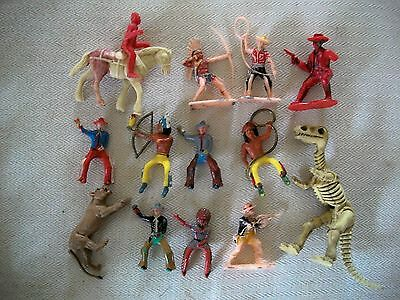 Bag of Mixed Plastic Western Figures, Crescent, Britains, Unknown French   Lot 5