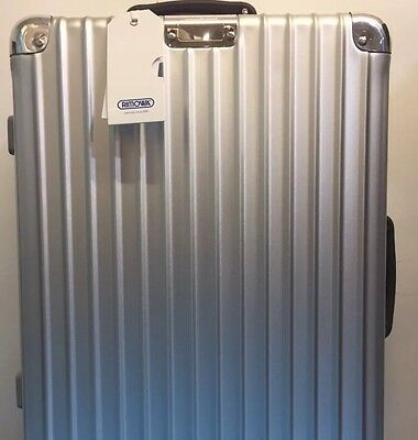 Rimowa Classic Flight 55x40x23 Silver 971.53 Was £539 Now £450 Or Best Offer