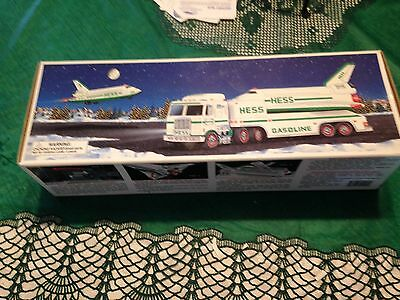 1999 HESS Toy Truck and Space Shuttle with Satellite New In Box,free shippingUSA