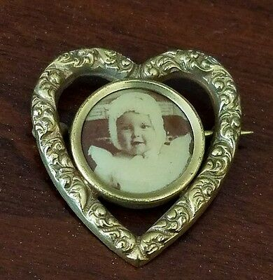 Antique Photo Memory Pin Decorative Heart Shaped Gold Tone Brooch