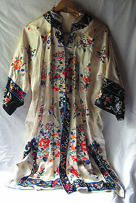 Vintage Japanese White Embroidered Floral Kimono Robe