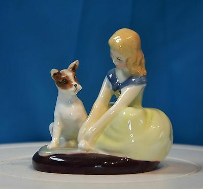 A Beautiful Vintage Royal Doulton Figurine - 'golden Days' Hn 2274