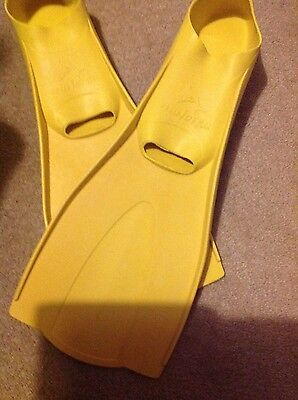yellow childs sz 1-2 flippers