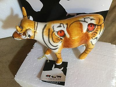 """Cow Parade Figurine """" Fearless """" ( # 47379/7371-Retired )"""