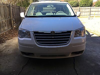 2010 Chrysler Town & Country Touring 4dr Mini Van 2010 Touring 4dr Mini Van Used 3.8L V6 12V Automatic FWD