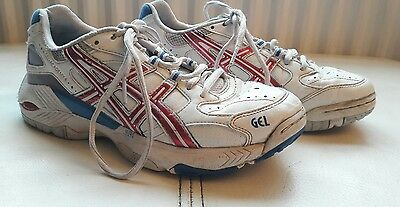 asics size 4 netball trainers white with pink flash