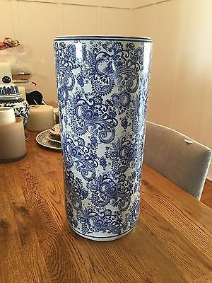 Large Hamptons-style Oriental Blue and White Ceramic Vase RRP $90