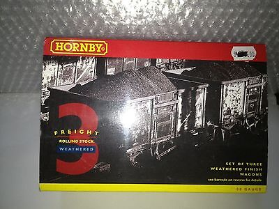 HORNBY R6392 3 Assorted Plank Wagons Weathered
