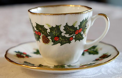 """QUEEN'S ROSINA CHINA CO. Fine Bone China """"YULETIDE"""" Cup and Saucer Set Christmas"""