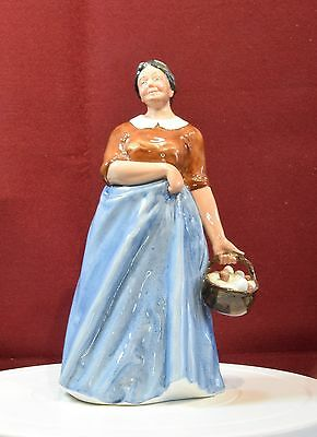 A Lovely Vintage Royal Doulton Figurine 'farmer's Wife' Hn 3164