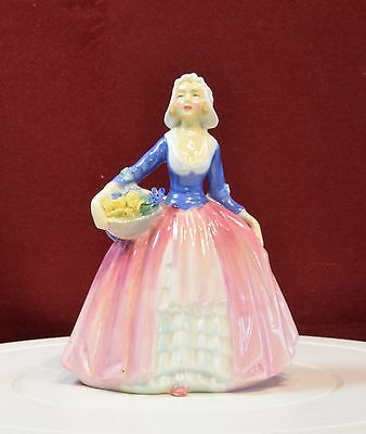 A Beautiful Vintage Royal Doulton Figurine - 'janet' Hn 1916