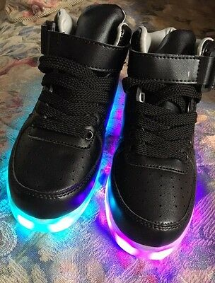 Kids LED light up shoes US size 9  ( 29)