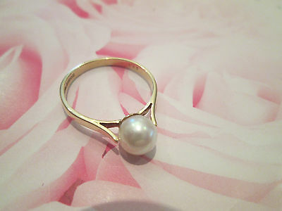 Pearl Ring>>>Cultured Creamy/white Pearl Set In An Elegant Yellow Gold Band>