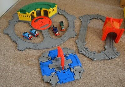 """Thomas And Friends """"Take-n-Play Tidmouth Sheds, tidmouth tunnel Bundle"""
