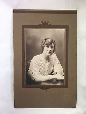 VINTAGE/ANTIQUE - PHOTOGRAPH - YOUNG LADY - PHOTO - VERY OLD - 24 X 15 cm - DORA