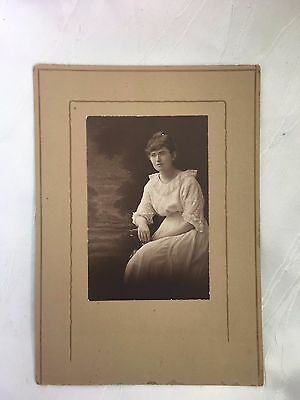 Vintage/antique - Photograph - Young Lady - 21 Years Old - Berenice - Old Photo