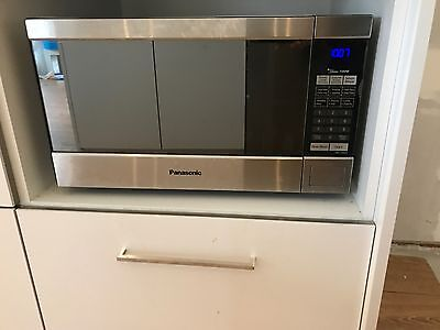 Panasonic Genius Inverter Microwave NN-ST680S with instruction manual