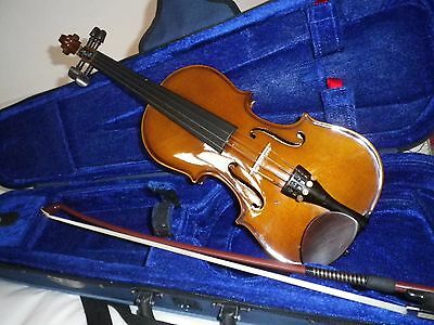 1/8 Stentor violin bow and case in excellent condition