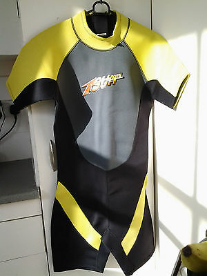 Nineteen Tsunami wetsuit Mens size Large 40 inch chest