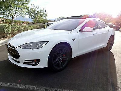 2014 Tesla Model S  LIKE NEW  Model S Private party/ WARRANTY TILL MID 2018