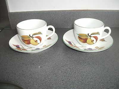 Royal Worcester  evesham vale  (green rim) 2 cups and saucers