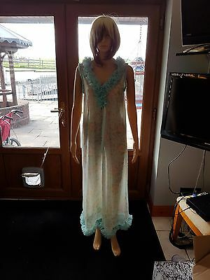 Vintage Nylon lined Nighty size 36 Used in excellent condition