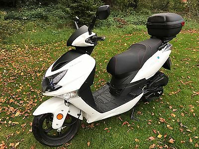 Lexmoto FMX Scooter 125cc - Only 1,314 miles