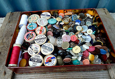 Gorgeous Vintage Grandmothers Tin of Old Buttons & Other Sewing Bits - 1075g
