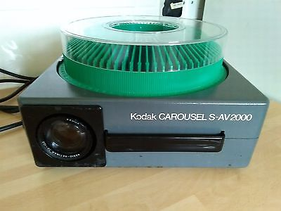 Slide projector KODAK S-AV 2000 70-120mm lens + 80 slide Carousel + Case