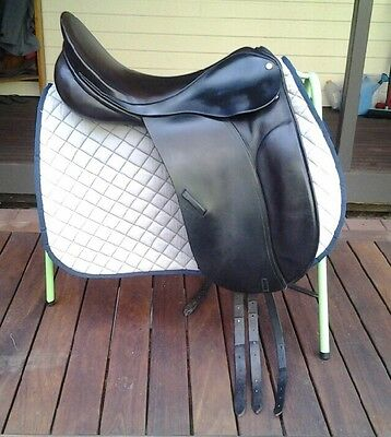 "County Competitor Dressage English Saddle Black 18"" No. 4 Fit"