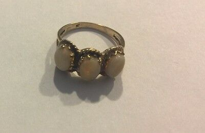 Vintage 3 stone ring 14k yellow gold fine opal band ring Sz 5.5