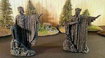 Warhammer LOTR. The statues of Argonath. Plastic. Nice painted.