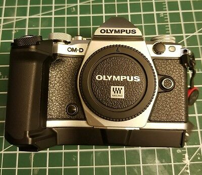 Olympus OM-D E-M5 Mark II - Silver (Body Only) M43 Micro Four Thirds + Bundle
