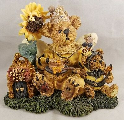 Boyds Bears and Friends Victoria Regina Buzzbruin Flowers Bees 01999-71