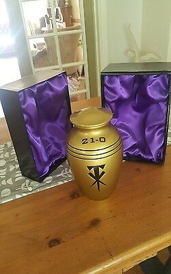 Official Wwe Undertaker Streak 21-0 Commemorative Replica Urn In Box