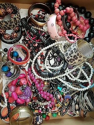 Job Lot of approx 130 items of Costume Jewellery