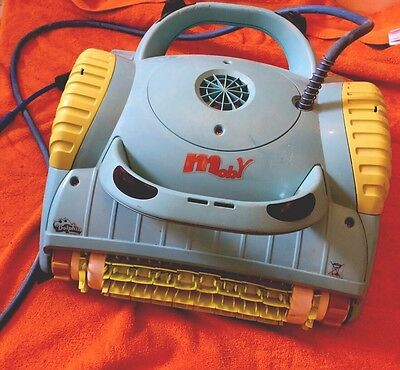 Dolphin Moby Automatic Pool cleaner / Cleaning