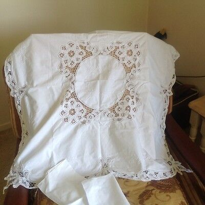 Linen and Lace table cloth and 2 matching napkins