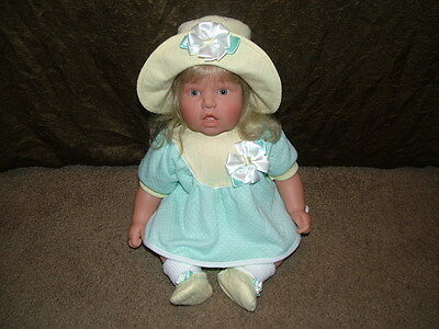 Lee Middleton Original Doll by Reva - 1997 -  # 1378/2000 + Clothing & Shoes