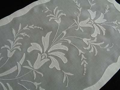 Stunning Set of 8 White VTG Madeira Placemats w/ Naps & Runner - MINT CONDITION