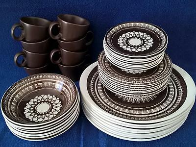 Wood & Sons 'Lima' - 40 piece - 8 Place Dinner Setting