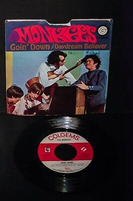 THE MONKEES - DAYDREAM BELIEVER/GOIN' DOWN with sleeve 45 RECORD