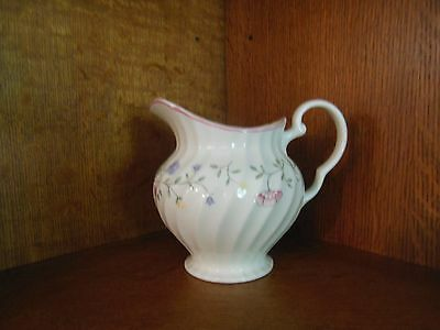 Johnson Brothers SUMMER CHINTZ (MADE IN ENGLAND) 32 Oz Pitcher  Good Condition.