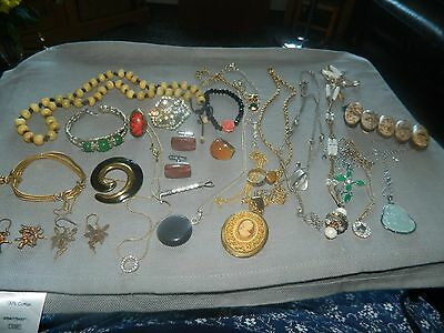 Job Lot of  Vintage And Modern Jewellery.AMBER/BAKELITE